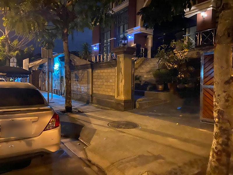 รถจอดขวางหน้าบ้าน