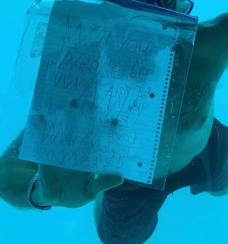 หนุ่มขอสาวแต่งงานใต้น้ำ