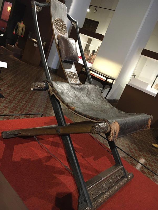 พระเก้าอี้ประทับสนาม ร.1 ที่ทรงใช้ยามออกสงคราม