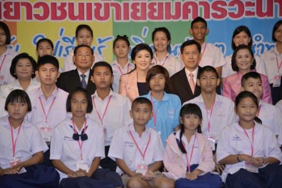 นายกฯ มอบสารวันเด็กปี 2556 แนะเรียนรู้ เพื่อมุ่งสู่อาเซียน