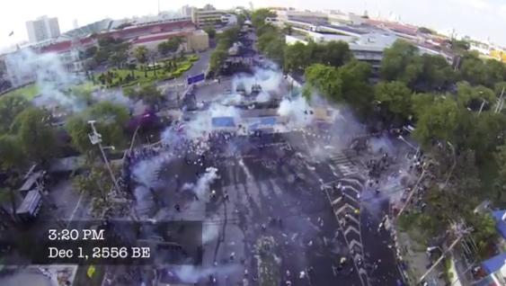 ภาพมุมสูง คลิปตำรวจยิงแก๊สน้ำตา สกัดม็อบแถวทำเนียบรัฐบาล