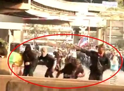 ปะทะหลักสี่ ประมวลภาพเหตุการณ์ คาดมีชายชุดดำอย่างน้อย 20 คน