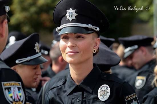 ตำรวจหญิงยูเครน