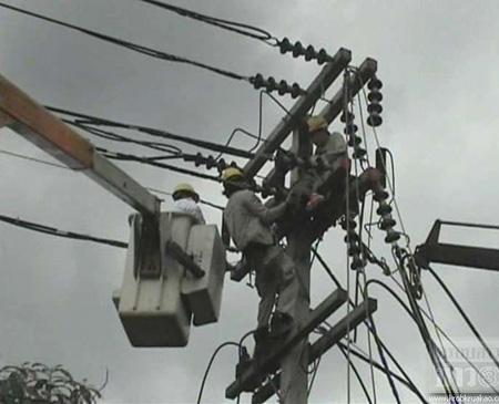 คนงานรอดตายหวุดหวิด หลังถูกไฟฟ้าแรงสูงช็อต