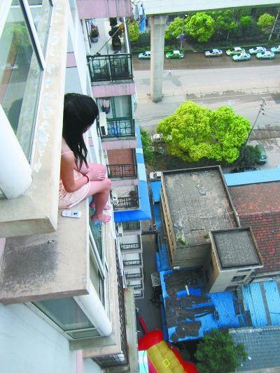 สาวจีนโดดตึกเพราะถูกแฟนบอกเลิก