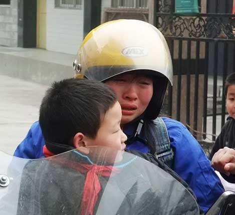 สุดยอดคุณแม่ ขับจักรยานยนต์ 6 วันเพื่อไปหาลูก Mother33